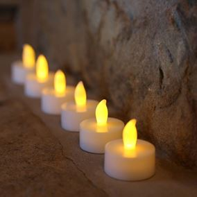 Flameless Battery Powered Realistic Tealights (6 Pack)