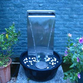 Self Contained Stainless Steel Water Blade Wall Water Feature