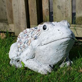 Pebble Detailed Garden Frog Ornament